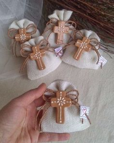 souvenirs de comunion para varon primera Copic, Baptism Decorations, Skirt Mini, Edc, Cowgirl Party, 3d Paper Crafts, Linen Bag, First Holy Communion, Wedding Art