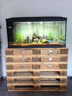 Pallet furniture: cabinet for aquarium