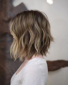 Ihr wollt wissen, wie die Trendfrisuren 2017 aussehen? Wir waren auf Instagram & Co. unterwegs und zeigen euch die Top Frisuren und die angesagtesten Haarfarben des Jahres...