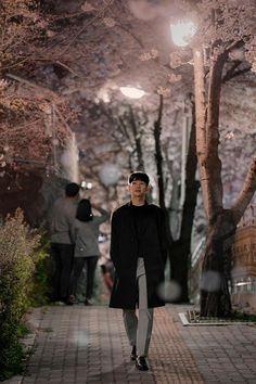 Something in the rain. Korean Drama Best, Korean Dramas, Lee Hyuk, Handsome Korean Actors, Spring Photography, Pretty Men, Pretty Boys, Kdrama Actors, Drama Film