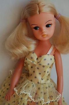 Sindy-doll-Blonde-1984-Stardance-bunches-centre-part-Pedigree