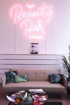 Beauty Bar Vienna (Berries & Passion) -The Beauty Bar Vienna (Berries & Passion) - Picture 2 of 4 Neon red good vibes on a wall Nail Salon Design, Nail Salon Decor, Salon Interior Design, Diy Interior, Best Nail Salon, Beauty Bar Salon, Beauty Salon Design, Beauty Studio, Wedding Wallpaper