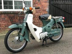 C90 Honda, Honda Cub, Classic Motors, Classic Bikes, Classic Cars, Honda Stream, Japan Motors, Vintage Moped, Classic Japanese Cars