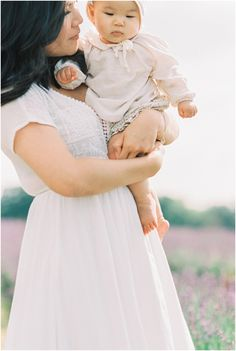 I love the simplicity of this Mommy & daughter photo! Film Photography, Lifestyle Photography, Newborn Photography, Woman Photography, Family Photo Sessions, Family Posing, Family Portraits, Family Photos With Baby, Baby Photos