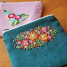 昨日の刺繍は、小さいポーチにしました . #刺繍 #手刺繍#花の刺繍 #enbroidery #ポーチ