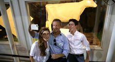 Martin O'Malley takes a selfie in front of the Butter Cow with his children Grace and William during the Iowa State Fair on Aug. 13, 2015, in Des Moines. (Getty)