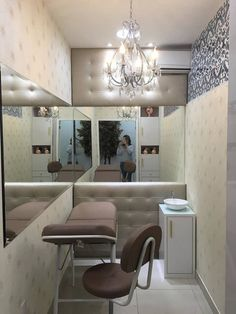 Sala de estética -  Micropigmentação : Spas clássicos por Rafaela Carina Arquitetura Esthetics Room, Minimalist Apartment, Home Salon, Beauty Room, Interior, Spa Room Decor, Studio Decor, Sala, Home Decor