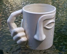 love this face mug! Pottery Mugs, Ceramic Pottery, Pottery Art, Ceramic Cups, Ceramic Art, Objet Deco Design, Face Mug, Ceramics Projects, Clay Projects