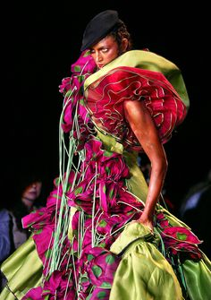 John Galliano for Christian Dior Fall Winter 2003 Haute Couture Weird Fashion, Colorful Fashion, Unique Fashion, Fashion Art, Editorial Fashion, High Fashion, Fashion Images, John Galliano, Galliano Dior