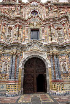 Iglesia de San Francisco Acatepec en Cholula, Puebla,Mexico