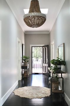 House Hamptons Style Floors 70 New Ideas Hamptons Style Homes, Hamptons Decor, The Hamptons, Hallway Decorating, Entryway Decor, Style At Home, House Entrance, Home Renovation, Landscaping