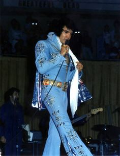 Elvis - gorgeous in blue in concert