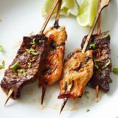 Les brochettes de poulet à l'érable et au sésame feront fureur accompagnées d'un bon rosé.