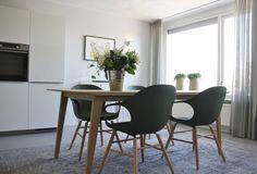 BRUUN interieurontwerp - Complete make-over, luxe appartement te Elst.     Door gebruik van zachte en vriendelijke kleuren icm het vintage vloerkleed, is deze strakke eethoek toch een warm geheel geworden.