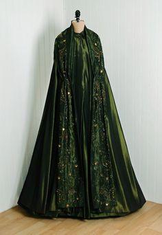 OMG that DRESS 1950s evening cloak via Timeless Vixen Vintage