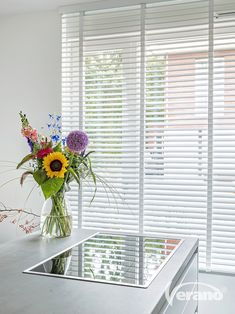 Blinds For Windows, Curtains With Blinds, Living Room Interior, Kitchen Interior, White Blinds, Cute Kitchen, Window Design, Interior Inspiration, Home Kitchens