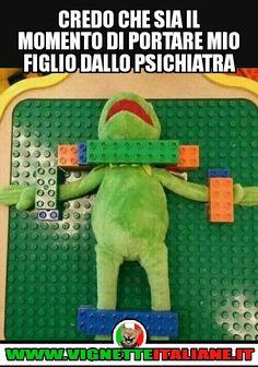 Credo che sia il momento di portare mio figlio dallo psichiatra :D (www.VignetteItaliane.it)