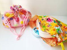 お弁当箱を入れるのに便利なお弁当袋♪自分用にもお子さん用にもあるとやっぱり便利ですよね♡市販のものももちろんいいけど、トップ画のような手作りの巾着袋を作ればもっと可愛いですよ♡みんなの素敵な手作りアイデアをご紹介するので、ぜひ参考にしてみて...