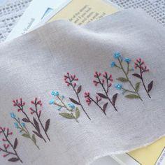 眠いー!めっちゃ眠いー! 刺繍出来たと思ったら睡魔がやってきたわー(-_-)zzz Hand Embroidery Projects, Hand Sewing Projects, Basic Embroidery Stitches, Hand Embroidery Tutorial, Flower Embroidery Designs, Bead Embroidery Jewelry, Vintage Embroidery, Ribbon Embroidery, Cross Stitch Embroidery