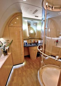 9 chic interiors for every jet setter looking for inspiration. - 9 chic interiors for every jet setter looking for inspiration. Jets Privés De Luxe, Luxury Jets, Luxury Private Jets, Private Plane, Private Jet Interior, Yacht Interior, Avion Jet, Dassault Falcon 7x, Jet Privé