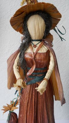 Elegant Witch Corn Husk Art Doll with Herb Bag by LacyLeafStudio, $60.00 Dried Corn Stalks, Halloween Doll, Halloween Crafts, Corn Husk Crafts, Corn Dolly, Corn Husk Dolls, Circle Crafts, Kitchen Witchery, Mabon
