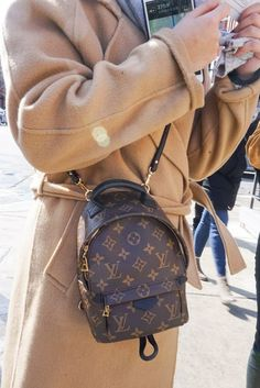 aefdc96b433 different way to carry Louis Vuitton mini palm spring backpack ...
