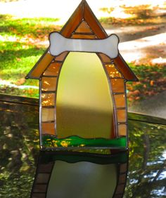 Stained Glass Dog House Picture Frame - Frame for a picture of your dog. Can etch the name of your dog onto the Bone. Stained Glass Frames, Stained Glass Night Lights, Faux Stained Glass, Stained Glass Projects, Stained Glass Patterns, Dog Photo Frames, Mirrored Picture Frames, Glass Picture Frames, Mosaic Glass