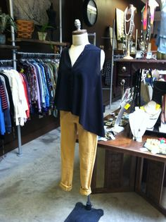 Asymmetrical top and colored skinnies :) Store Mannequins, Asymmetrical Tops, Skinny, Color, Women, Fashion, Moda, Fashion Styles, Colour