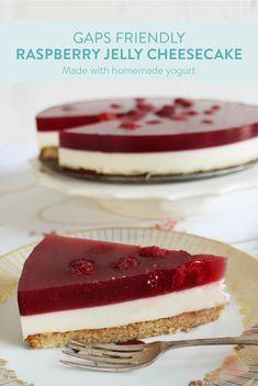 Yogurt and raspberry jelly cheesecake (GAPS/SCD) Jelly Cheesecake, Healthy Cheesecake, Jelly Cake, Cheesecake Recipes, Jelly Desserts, Jelly Recipes, Raspberry Jelly Recipe, Rasberry Cake, Peruvian Desserts