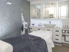Last week I decided to try out Dermalogica's new 30 minute facial at the Liberty treatment rooms. The facial is a quicker version of their Expert Active 60 minute facial, cut down to 30 minutes with l