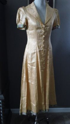 Over robe and wide legged trousers. 30s 40s Peach Satin brocade 2 piece Pant and Robe by CompanyV