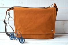 CINNAMON BROWN  Messenger bag  / Shoulder Bag / Laptop by ikabags, $119.74