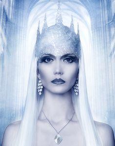 Ice Queen Makeup, Ice Queen Costume, Winter Goddess, Chica Gato Neko Anime, Snow Maiden, Gothic Fantasy Art, Snow Theme, Foto Transfer, Snow Fairy