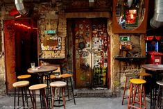 Szimpla Kert 13 Reasons to Visit Budapest in 2013 Budapest Ruin Bar, Visit Budapest, Bar Deco, Capital Of Hungary, Coffee Places, Vintage Cafe, Cool Cafe, Cool Rooms, Coffee Shop