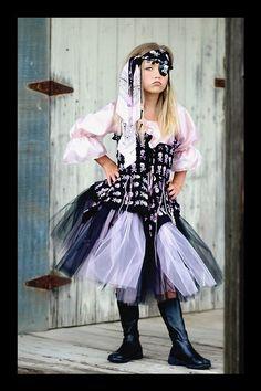 halloween costume inspiration: pirate girl.
