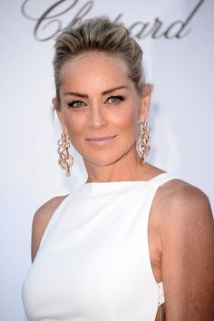 Zoom in on the Best Accessories at Cannes: Heidi Klum wore a pair of stunning Lorraine Schwartz earrings. : Sharon Stone wore gold and diamond-accented earrings. Very Beautiful Woman, Beautiful People, Most Beautiful, Absolutely Fabulous, Beautiful Ladies, Edie Campbell, Sharon Stone Photos, Phylicia Rashad, Beauty