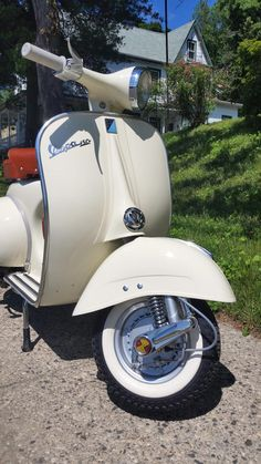 Restored original custom Vespa Standard VBB from officially registered dealer in New York. Free shipping to your door within the United States.