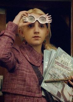 Luna Lovegood - and her Spectrespecs (from 'The Goblet of Fire' movie in the Harry Potter series) Harry James Potter, Harry Potter Aesthetic, Harry Potter Universal, Harry Potter Characters, Harry Potter World, Luna Lovegood, Draco, Hogwarts, Big Hero 6