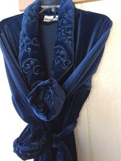 Vintage Size M Ladies velvet robe with quilted collar and cuffs very luxurious #Unbranded #Robes #Glamour