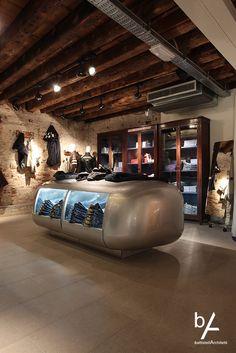 #interiordesign #battistellarchitetti #venice #architecture #showroom #showroomdesign #interior #lights #bricks #corten #stairs #wood #art #interior #dress #gas #gasshowroom #gasstore #store #venicestore