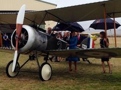 Duke And Ss Join Hobbit Director Peter Jackson On Drizzly Tour Of Aircraft Museum