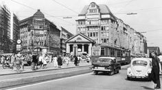 Kein Platz für Passanten: die Mönckebergstraße vor ihrer Umwandlung in eine Flaniermeile