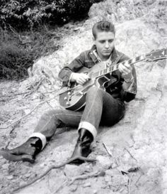 Eddie Cochran. I like the photos of this Session a Lot Rockabilly Music e03a13842