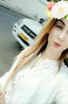 Gazala sheikh Cute Girl Poses, Cute Girls, Amazing Dp, Awesome, Girls Dpz, Beauty Queens, Hijab Fashion, Barbie Dolls, My Photos