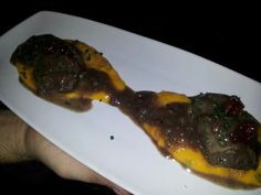 Carrillada ibérica con boniato y frutos rojos