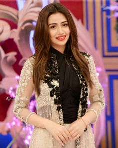 Beautiful Sana Javed at the Eid Special Morning Show #GoodMorningPakistan on #ARYDigital! #Gorgeous #Elegant #LookingPretty #SanaJaved #FilmPromotion #MehrunisaVLubU #PakistaniFashion #PakistaniActresses #PakistaniCelebrities ✨