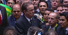 aqueles tres caras ali atras não saiam dali... Parecia video onde vai a tv e as pessoas ficam dando Tchauzinho atrás...por favor...que tropa...Ministro do PMDB vota a favor do impeachment de Dilma