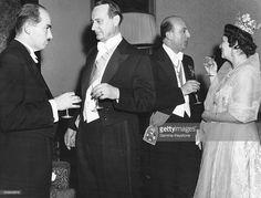 Le Prince Otto von Habsbourg, le Prince Louis-Ferdinand de Prusse et son épouse la Princesse Kira de Prusse, ainsi que l'ex-roi d'Italie Umberto lors d'une réception pour un mariage royal le 9 avril 1956 à Munich, Allemagne. (Photo by Keystone-France\Gamma-Rapho via Getty Images)