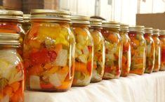 How to make Hot Italian Giardiniera? This is best recipe! Giardiniera Recipe, Antipasto, Canning Diced Tomatoes, Home Canning, Romanian Food, Italian Recipes, Pesto, Pickles, Good Food