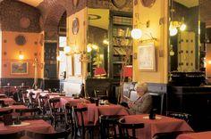 Unter österreichischem Einfluß entstanden in Triest gemütliche Kaffeehäuser nach K. u. K. Tradition wie das Caffé degli Specchi oder dasTommaseo. Eine der traditionsreichsten Kaffeeröstereien ist bis auf den heutigen Tag in der Hafenstadt ansässig.   © Regione Friuli Venezia Giulia